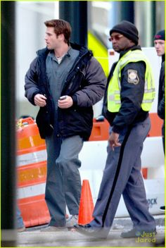 Star Hollywood: Liam Hemsworth no Set 'The Hunger Games: Mockingjay - Part 1' on Friday afternoon (January 31) in Atlanta