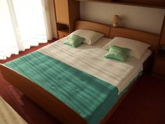 Apartments ?drijac Nin Just 250 metres from the sea, Apartments ?drijac is 1 km from the centre of Nin. It offers air-conditioned accommodation with free Wi-Fi access and a balcony. Free on-site parking is provided.