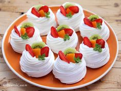 Mini Pavlova cu Fructe - Desert De Casa.ro - Maria Popa Pavlova, Deserts, Food And Drink, Cooking Recipes, Sweets, Fancy, Cookies, Bar, Greedy People