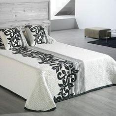 "Colcha Jacquard ""Lys"" Reversible de Barceló Hogar #dormitorio #decoracion #colchas #jacquard #textildecor #entretiempo #camaverano #camas #habitaciones #barcelo #barcelohogar Bedroom Bed Design, Bed Linen Design, Bedroom Colors, Bedroom Decor, Designer Bed Sheets, Luxury Bed Sheets, Serviettes Roses, Bed Cover Design, Bed Scarf"