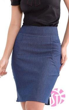 SAIA DE SARJA DENIM COM DETALHE NO BABADO NA PARTE DE TRÁS Saia P M G Cintura 74 81 97 Quadril 96 100 108 Comprimento 55 56 57    * medidas em centímetros (cm). * as medidas podem variar em 1,5 cm. Denim Skirt Outfits, Skirt Pants, Jean Skirt, Dress Skirt, Ankara Skirt, Work Uniforms, Skirt Patterns Sewing, Work Fashion, Summer Outfits