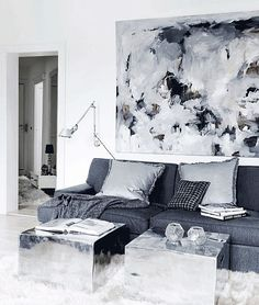 Shades of grey. cr @dailydreamdecor  #grey #bohemianluxe #design #interiordesign #design123 #inspirasjon #inspiration #livingroom #rawmetal #cozy