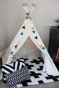 Modern geometric baby shower by Jenny Cookies | 100 Layer Cakelet #teepee #decor