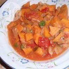 Veganer afrikanischer Eintopf - An diesen Eintopf kommen Süßkartoffeln, Kohl, Zwiebeln, Tomaten und Paprika und er wird mit Erdnüssen, Apfelsaft und Tomatensaft gekocht.@ de.allrecipes.com