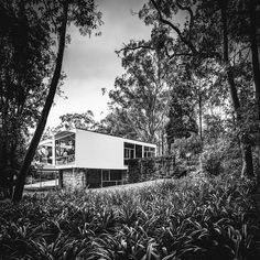 The Rose Seidler house was the first and probably most known work of Harry Seidler; built close to Sidney in Turramurra. See more clicking on the picture.