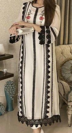 Pakistani Fashion Party Wear, Pakistani Formal Dresses, Pakistani Dress Design, Pakistani Outfits, Fancy Prom Dresses, Designer Party Wear Dresses, Kurti Embroidery Design, Embroidery Suits, Stylish Dress Designs