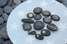 Black pebbles from Alentejo/Portugal. Hand painted with gold ... using the natural white lines of the stone. https://www.facebook.com/pebblesofportugal/