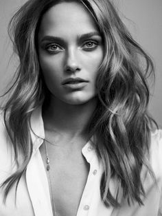 """Spanish label Massimo Dutti is releasing a new limited edition capsule collection titled, """"689 5th Avenue"""". The accompanying campaign stars leading model Karmen Pedaru photographed by Hunter & Gatti. The Estonian beauty wears wardrobe essentials inspired by the Big Apple in a mix of studio portraits and on-location shots."""