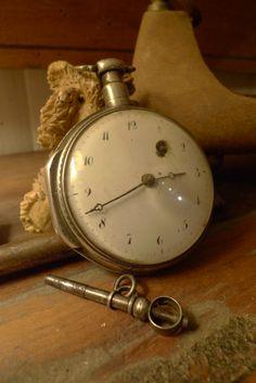 Très ancienne montre à Coq. Très bon état et avec sa clé,,,