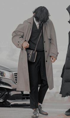 bts taehyung bts v kim taehyung Bts Taehyung, Bts Bangtan Boy, Kpop Fashion, Korean Fashion, Mens Fashion, V Bts Cute, Bts Pictures, Photos, Style Masculin
