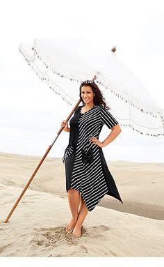 Sommerkleid aus weichem Jersey . Eine Hälfte uni schwarz mit gestreifter Tasche…