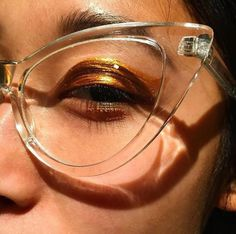 Make Up Tips : Killer cat eye glasses Beauty Makeup, Eye Makeup, You Are My Moon, Lunette Style, Piercings, Cat Eye Glasses, Fake Glasses, Fashion Moda, Mode Inspiration