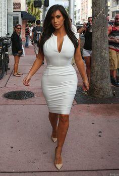 Kourtney Kardashian – Checking Out Potential New DASH Location with Kim and Khloe in Miami | Kourtney Kardashian
