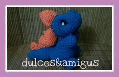 Patrón amigurumi: dragón Dinosaur Stuffed Animal, Crochet Hats, Diy, Animals, Amigurumi Patterns, Dragons, Roses, Hand Made, Trapillo