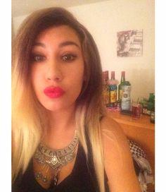 Blonde red lips rouge a lèvre rouge,collier en argent, arabian girl arabe,yeux bleues