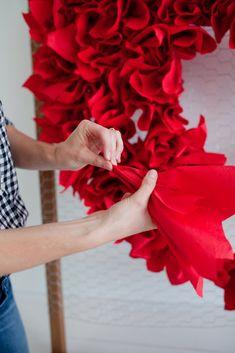 Valentine Decorations, Valentine Crafts, Birthday Party Decorations, Wedding Decorations, Paper Flower Backdrop, Paper Flowers Diy, Handmade Flowers, Archway Decor, Fun Crafts