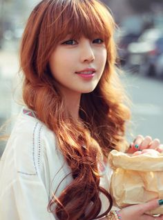 #ulzzang Pony - fresh, bright lip color ^^ that's a really nice dye job for a korean