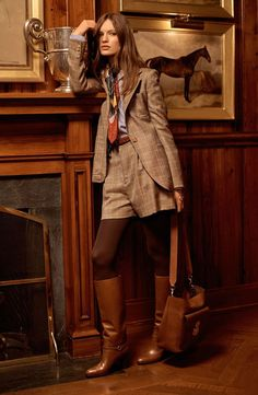 Kollektion der Ralph Lauren Pre-Fall 2017 Fashion Show - stilvollefrauen. Ralph Lauren Style, Ralph Lauren Collection, Ralph Lauren Fashion, Ralph Lauren Boots, Fashion 2017, Fashion Show, Fashion Trends, Fashion News, Ralph Lauren Womens Clothing