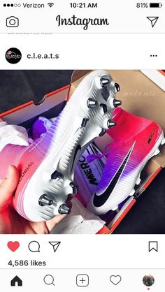 Oh these, these are the soccer cleats I want for next season Soccer Memes, Soccer Gear, Soccer Equipment, Play Soccer, Football Soccer, Soccer Stuff, Funny Soccer, Pink Football Cleats, Football Players