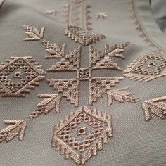 This Pin was discovered by Dor Types Of Embroidery, Hand Embroidery Designs, Ribbon Embroidery, Embroidery Patterns, Hardanger Embroidery, Embroidery Stitches, Machine Embroidery, Drawn Thread, Thread Painting