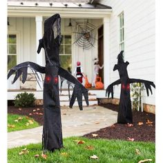Creepy Tree - He throws his whole body into the shagbark shimmy, arms and all. He also erupts in fiendish laughter that makes his beady red eyes light up, but don't let that scare you. Halloween Decorations For Kids, Halloween Trees, Creepy Halloween, Outdoor Halloween, Outdoor Christmas Decorations, Halloween Kids, Halloween Crafts, Halloween Party, Lawn Decorations