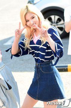 Tiffany (SNSD) thả dáng sang chảnh, đọ sắc với dàn mỹ nhân đang hot Produce 101, TWICE - Ảnh 7.
