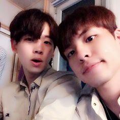 Junhyeok y wonpil mis dos bias 💕 Day6 Junhyeok, Piri Piri, Young K, Asian Celebrities, Kpop, Jackson Wang, Rock Bands, Boy Groups, Korea