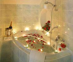 Lovely Bathroom Decoration Ideas For Valentines Day 31 – Home Design Romantic Bathrooms, Romantic Bathtubs, Bedroom Romantic, Luxury Bathrooms, Dream Bathrooms, Romantic Things, Romantic Ideas, Romantic Evening, Romantic Roses
