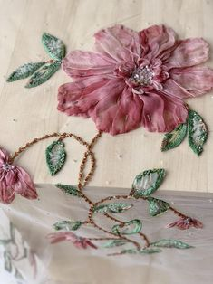 Couture Embroidery, Silk Ribbon Embroidery, Embroidery Fashion, Hand Embroidery Designs, Embroidery Patterns, Applique Fabric, Embroidery Applique, L'art Du Ruban, Ribbon Art