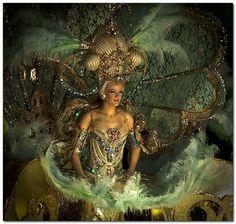 Prunkvoll und prächtig sind die Kostüme beim Karneval in Santa Cruz auf Teneriffa. | Quelle: Flickr | Foto: maduroman