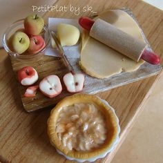 Miniature Food Apple Pie Prep Board handmade by me in polymer clay 1:12 By PetitPlat - Stephanie Kilgast