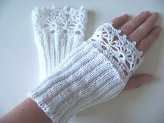 Graceful and elegant fingerlees gloves. These make you feel special and femine. Knitted in a nice stretchy stitch and a beautiful lace pattern, they go snug around your delicate wrists.  A touch of hi