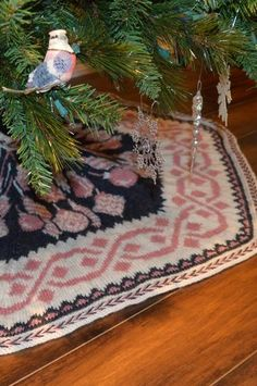 Uptown Tree Skirt - Knitting Patterns and Crochet Patterns from KnitPicks.com