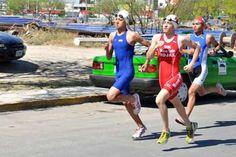 El Instituto Tecnológico y de Estudios Superiores de Monterrey extiende sus brazos deportivos ahora en la disciplina de triatlón, al dominar el Campeonato Selectivo Estatal rumbo a la Olimpiada Nacional 2013 por conducto del deportista Rodolfo Rojas.