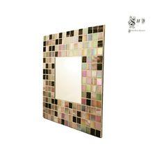 Espejo de pared, teselado con mosaico en tonos MALVA Y WENGUE.  Ideal para decorar y personalizar el hogar.  Acabado en terciopelo gris.