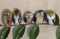 Owls painted on stones, then glued to a branch Wood Slice Crafts, Owl Templates, Bird Pictures, Tole Painting, Pebble Art, Stone Art, Rock Art, Painted Rocks, Crafts To Make