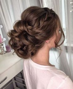 Featured Hairstyle: lavish.pro; www.lavish.pro; Wedding hairstyle idea.