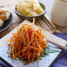 福島県の郷土料理「いかにんじん」のレシピと作り方を動画でご紹介。するめソーメンとにんじんを甘辛く煮付け、赤唐辛子でお酒がススむピリ辛風味に仕上げました。毎日のおかずとしてはもちろんのこと、お酒のつまみにもぴったりの簡単レシピです。