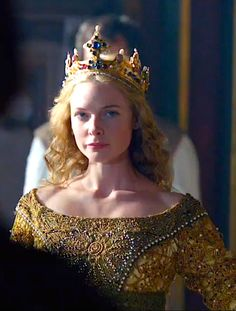 I LOVE THIS !  BEAUTIFUL PIC OF REBECCA FERGUSON AS THE WHITE QUEEN, ELIZABETH