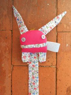 Zupeta  Pacifier Clip  Pink and flowered by Zezling on Etsy, €7.00