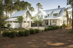 Modern farmhouse exterior design ideas (71)