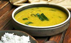 Das einfach zu kochende Ayurveda-Rezept des Mung Dal Kitchadi ist besonders nahrhaft. Die Mung-Bohnen sind leicht verdaulich und verursachen keine Blähungen. Die Mung-Bohne ist ballaststoff- und eiwessreich.