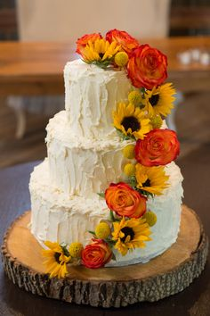 wedding cakes with sunflowers and roses sunflower wedding cake w accents this would so 26125