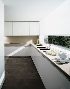 Nice use of stone for the bench and splashback. Considering this for our new kitchen