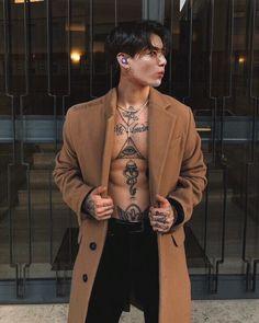 In a world where society revolves around soulmates, you're either cla… Fanfiction Korean Boys Hot, Korean Boys Ulzzang, Korean Men, Jungkook Abs, Foto Jungkook, Bts Taehyung, Jungkook Fanart, Cute Asian Guys, Asian Boys