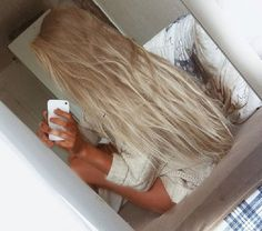 Afbeelding via We Heart It https://weheartit.com/entry/142462956 #beautiful #beauty #bird #blond #blonde #blue #bracelet #clothes #forever #girl #girly #glass #hair #hands #lights #longhair #model #outfit #phone #pretty #pull #purple #romantic #smile #star #Sunday #today #white #women #yesterday