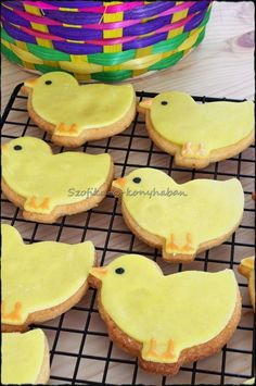 Szofika a konyhában. Easter Chick, Cookies, Desserts, Food, Tailgate Desserts, Biscuits, Deserts, Essen, Dessert