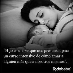 Madre la más sublime de todos los trabajos, no te pagan, no hay reconocimientos, no hay vacaciones y aún así lo hacen con sacrificio, amor y lo dan todo...