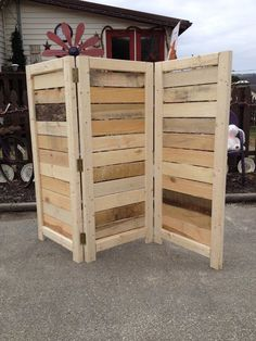 Handmade Primitive Room Divider / Movable Wall / Screen – Great for covering Central Air Units – 4 Foot Tall with Three Panels - Raumteiler ideen Woodworking Projects That Sell, Woodworking Tips, Woodworking Furniture, Wood Projects That Sell, Woodworking Machinery, Woodworking Workbench, Woodworking Workshop, Popular Woodworking, Woodworking Equipment