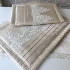 Fransız Dantelli Pike Takımı | Cappuccino Egyptian Cotton Duvet Cover, Brazilian Embroidery Stitches, Short Celebrities, Puff Quilt, Sewing Stuffed Animals, Wicker Mirror, Christmas Lanterns, Textiles, Bed Covers